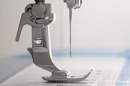 Flexible presser foot, suitable for sewing over pins.
