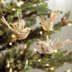 burlap ornaments from conspicusous style blog
