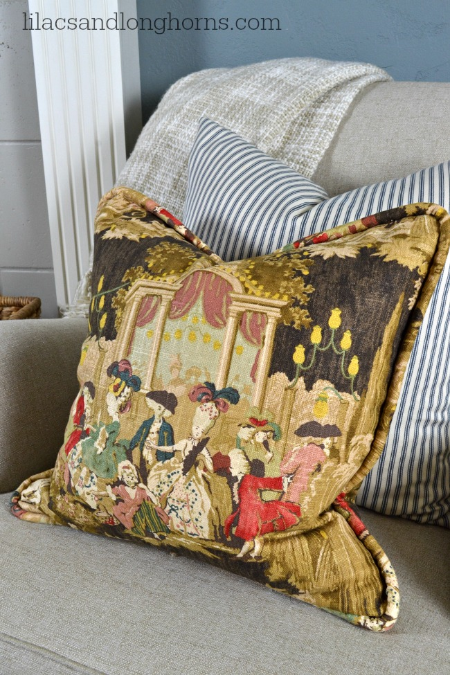 toile-fabric-pillow
