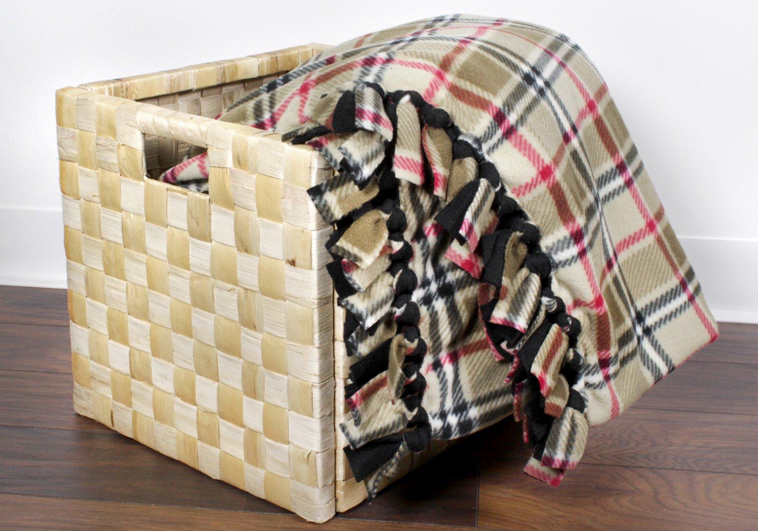 How To Make A No Sew Fleece Blanket Onlinefabricstore Net Blog