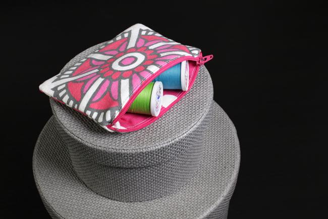 zipper pouch open 1