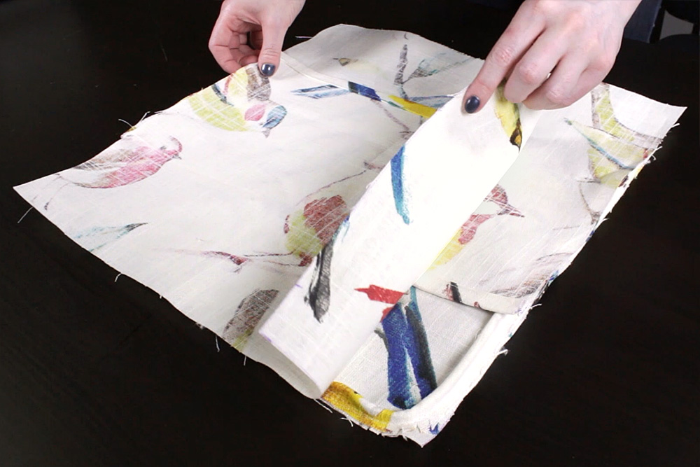 DIY Envelope Pillow with Piping Tutorial