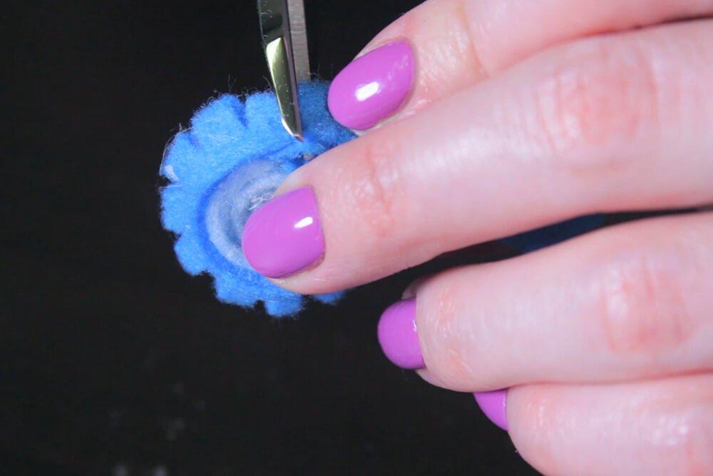 No Sew Felt Flowe DIY Tutorial - Make the flower center