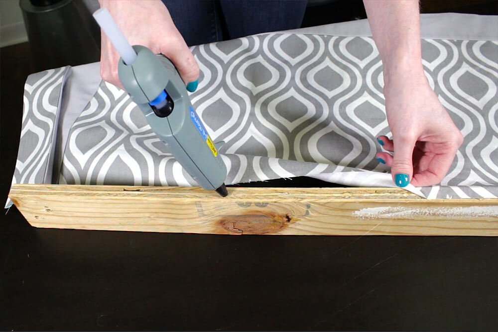 No Sew Valance - Glue the fabric to the wood