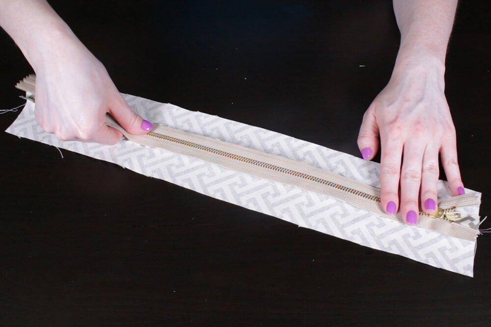 Box Cushion - Lay the zipper face down on the seam