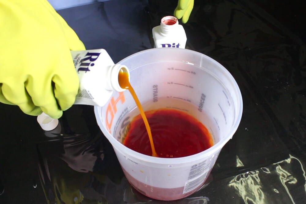 How To Dye Fabric: No Wax Batik Technique - Dye the fabric