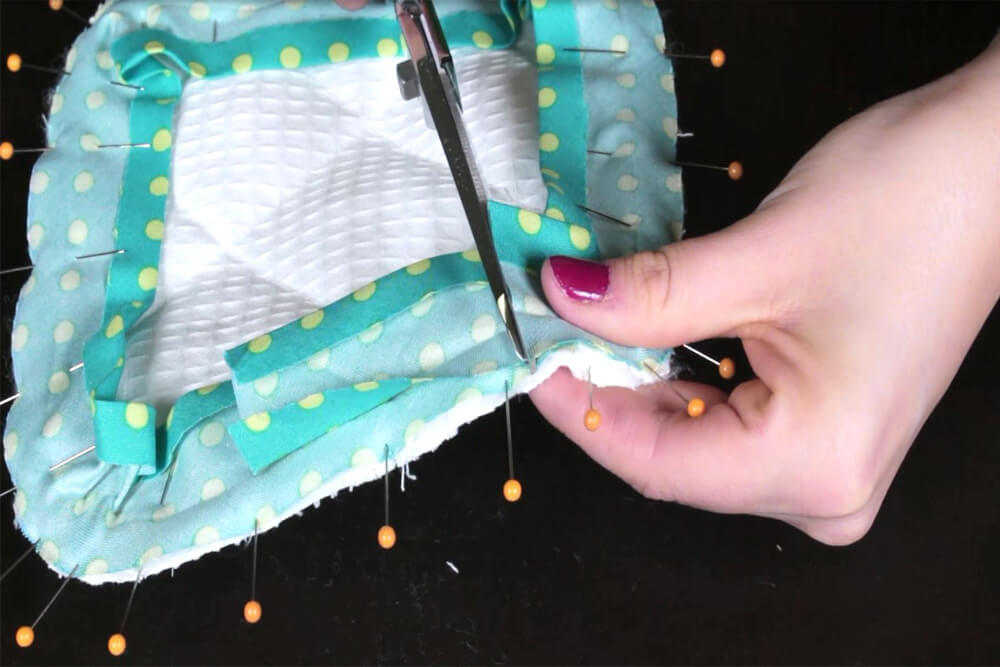 How To Make a Pot Holder With Bias Tape Tutorial - A second way to sew bias tape