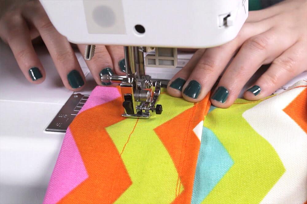 DIY Garden Apron Tutorial - Sewing the waistband