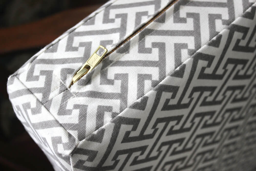 Box Cushion with Zipper