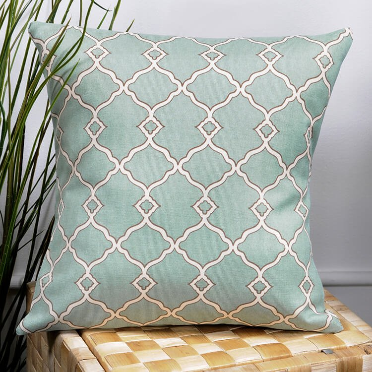 How to Make a No Sew Outdoor Pillow