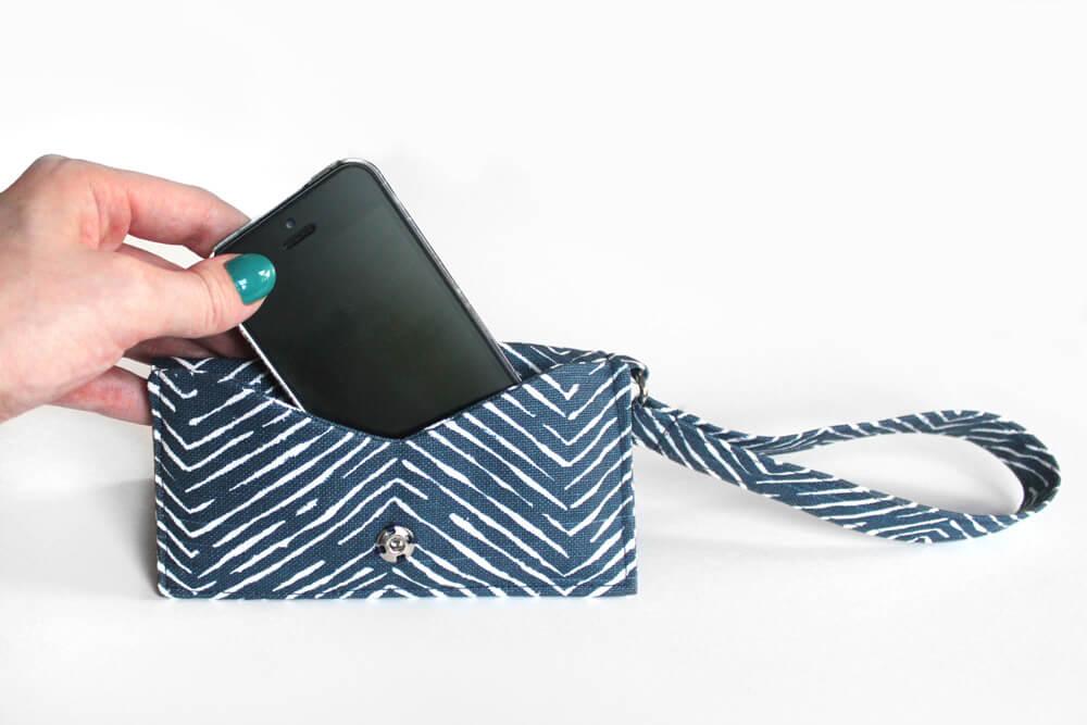 DIY Cell Phone Wristlet