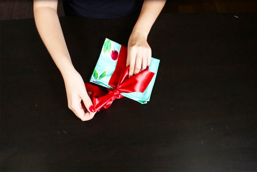 How To Make a Cosmetic Bag with Brush Holder- Attach the ribbon