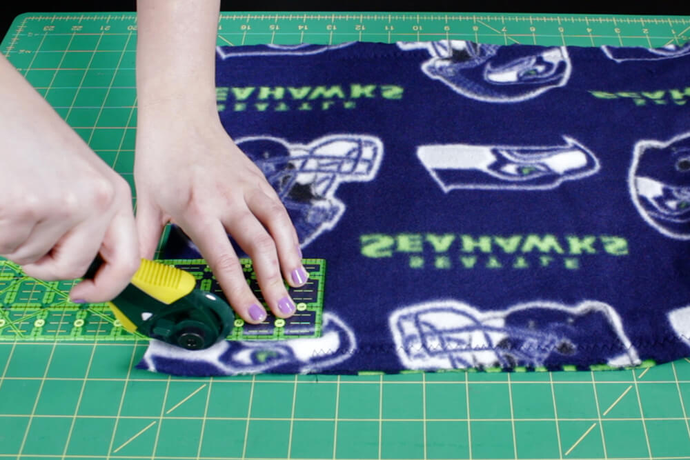 how to make a fleece scarf- Cut the fringe