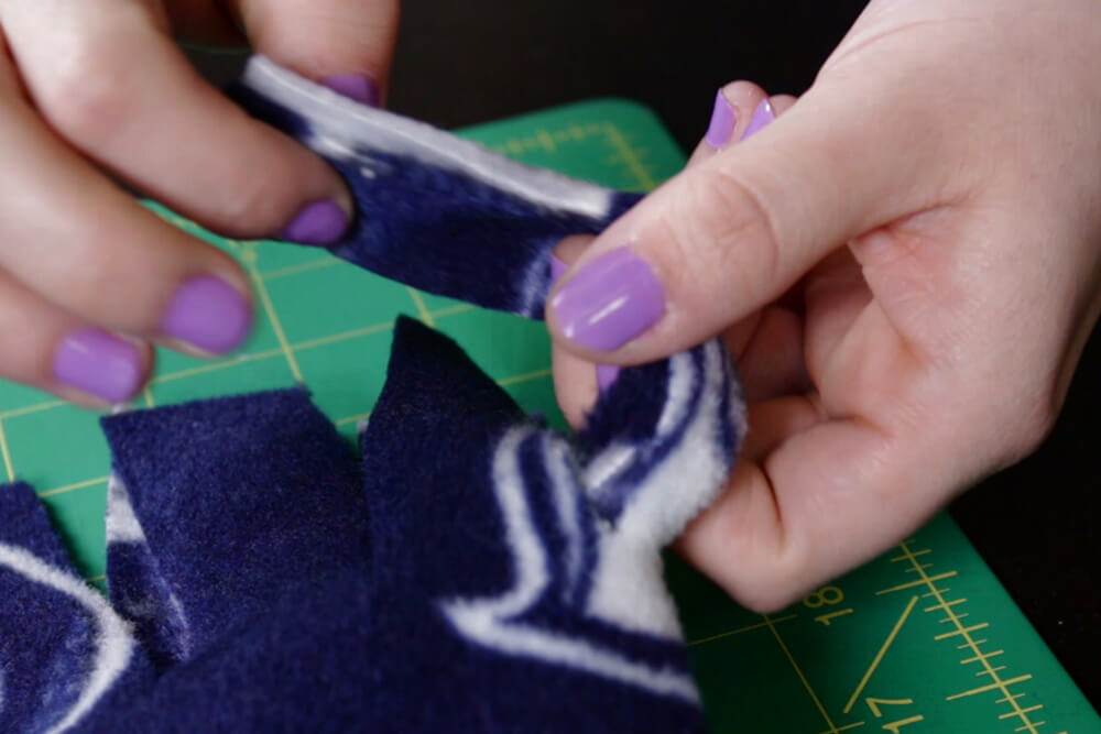 how to make fleece scarf- tie the knot