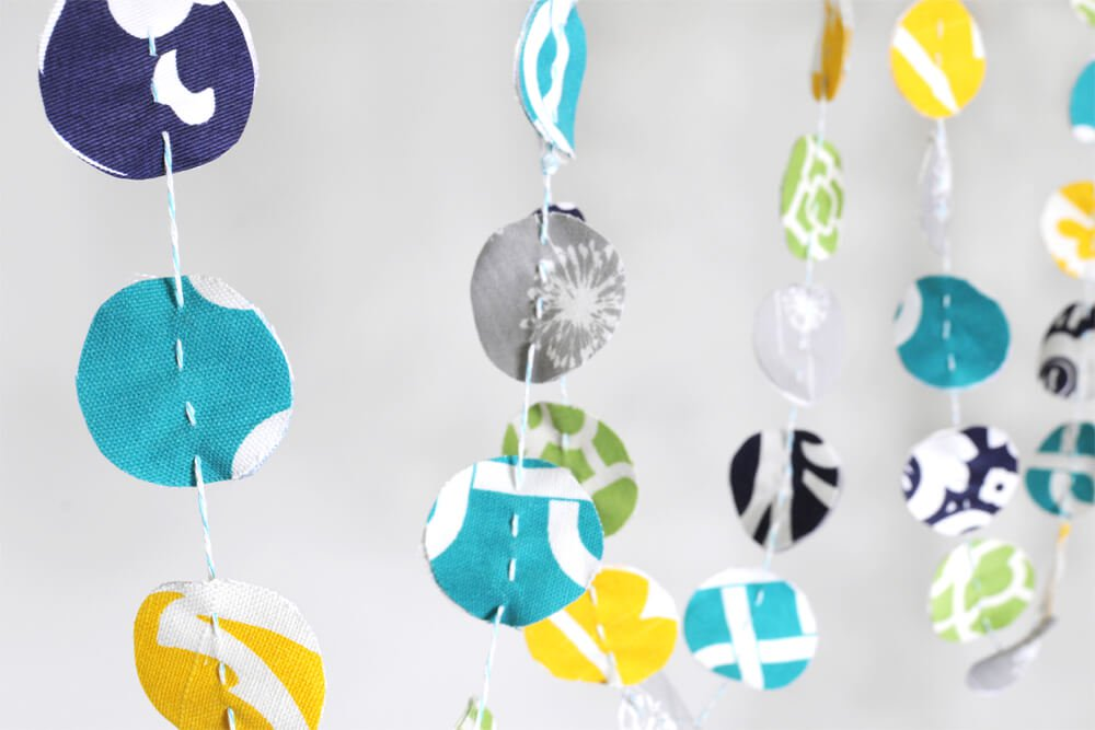 ofs-cubicle-makeover-fabric-garland