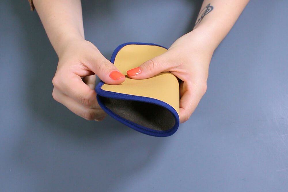 How to Make an Eyeglass Case - Close and stitch the case