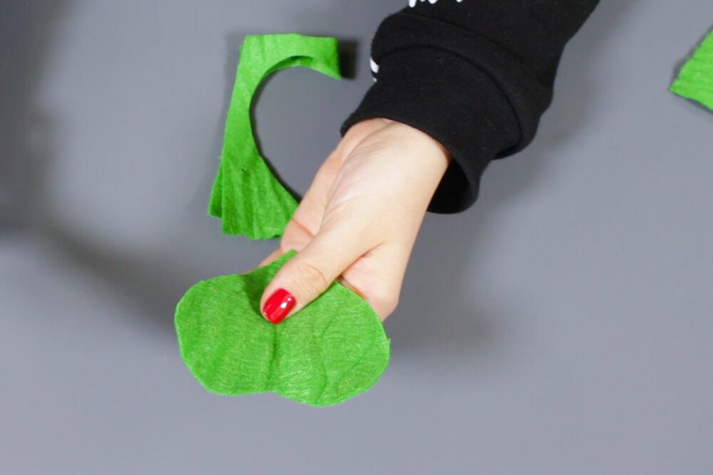 How to Make a Felt Shamrock - Cut the leaves and stem