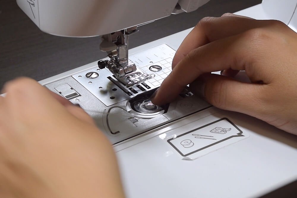 How to Use Elastic Thread - Use elastic thread in the bobbin only