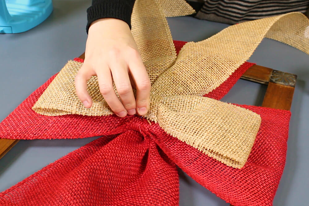 4 Easy Holiday Decorations - Burlap Ribbon Frame