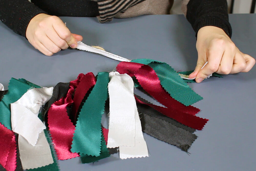 4 Easy Holiday Decorations - Holiday Fabric Garland