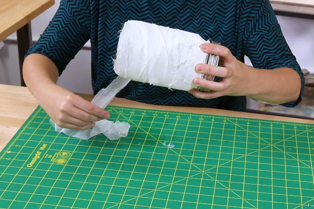 5 Halloween Decor Projects - Mason Jar Mummy