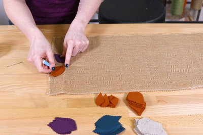 Burlap Table Runner - Place leaves