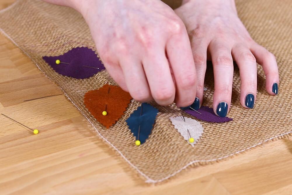 Burlap Table Runner - Pin leaves