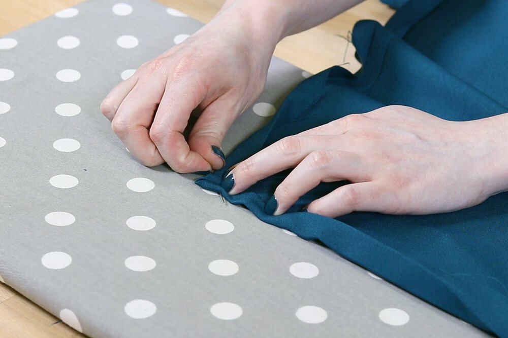 How to Make a Tablecloth - Pin mitered corner
