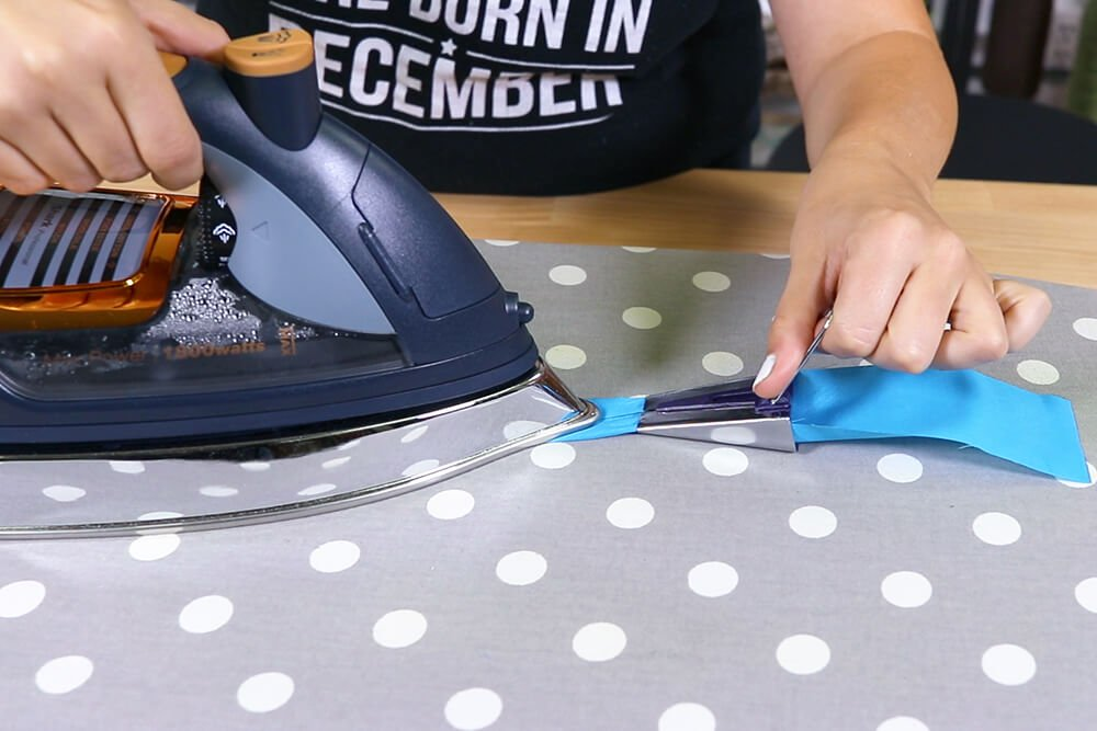 How to Make an Oven Mitt - Add the bias tape