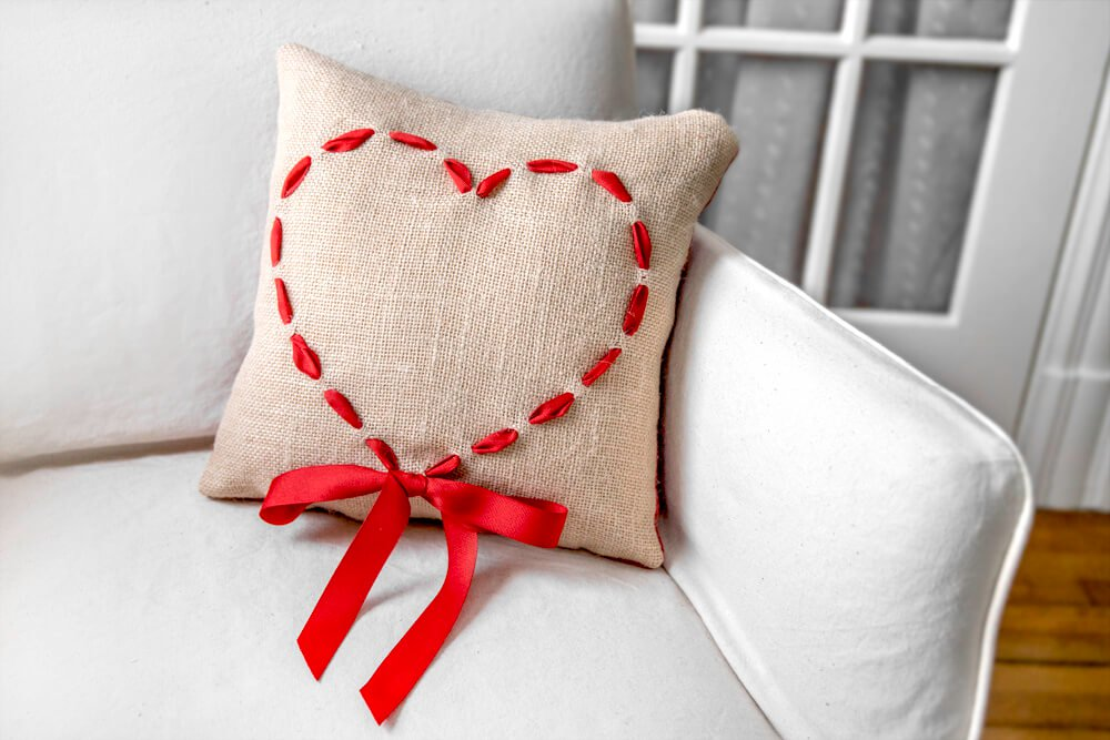 burlap-heart-pillow1