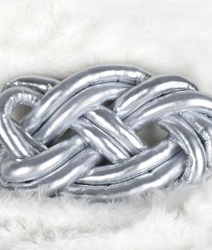 How to Make a Knotted Throw Pillow