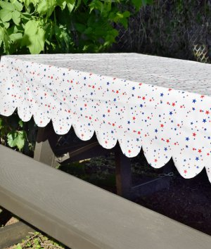 How to Make a Scalloped Outdoor Tablecloth with Oilcloth